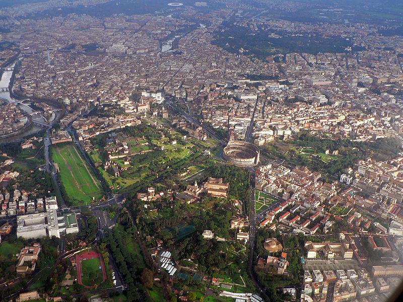 Roma vista dall'alto: la capitale che ospita il Giubileo della Misericordia dall'8 dicembre 2015, fotografata da Oliver Bonjoch. L'immagine si trova su Wikipedia, CC BY-SA 3.0